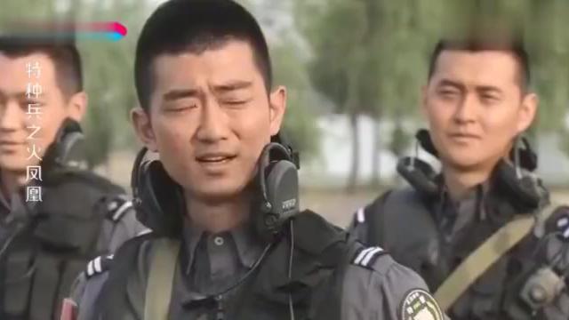 火凤凰:队长对司令实施斩首行动,女兵僵着个脸,原来司令是她爸