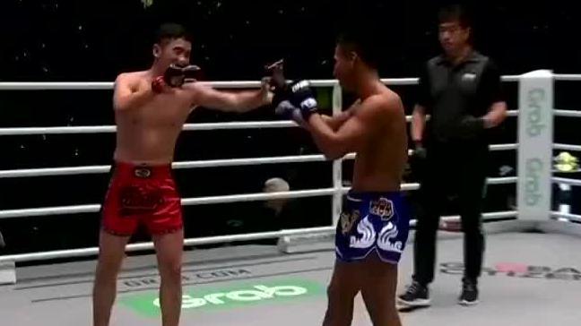 泰拳王重拳偷袭眼睛不光彩,韩子豪铁拳对攻顶着打恶战劲敌