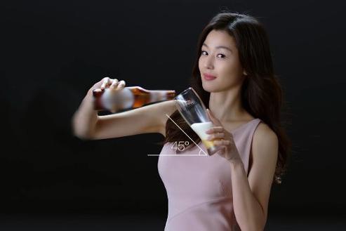 38岁全智贤魅力四射,穿粉色连衣裙气质迷人,身材曲线好到爆!