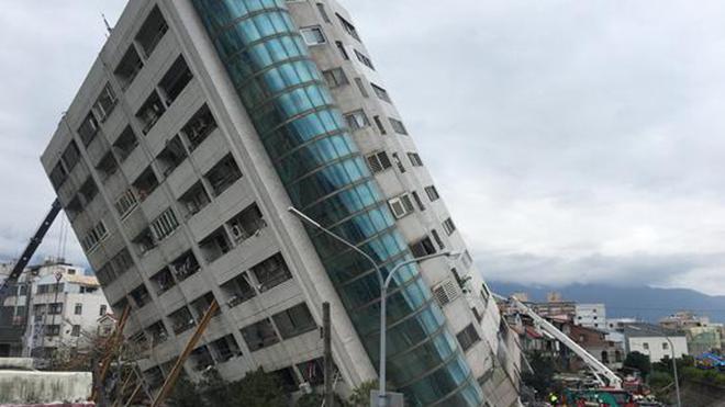 印度又怎么了?48层高楼顷刻倒塌,3亿民众高呼中国全款赔偿