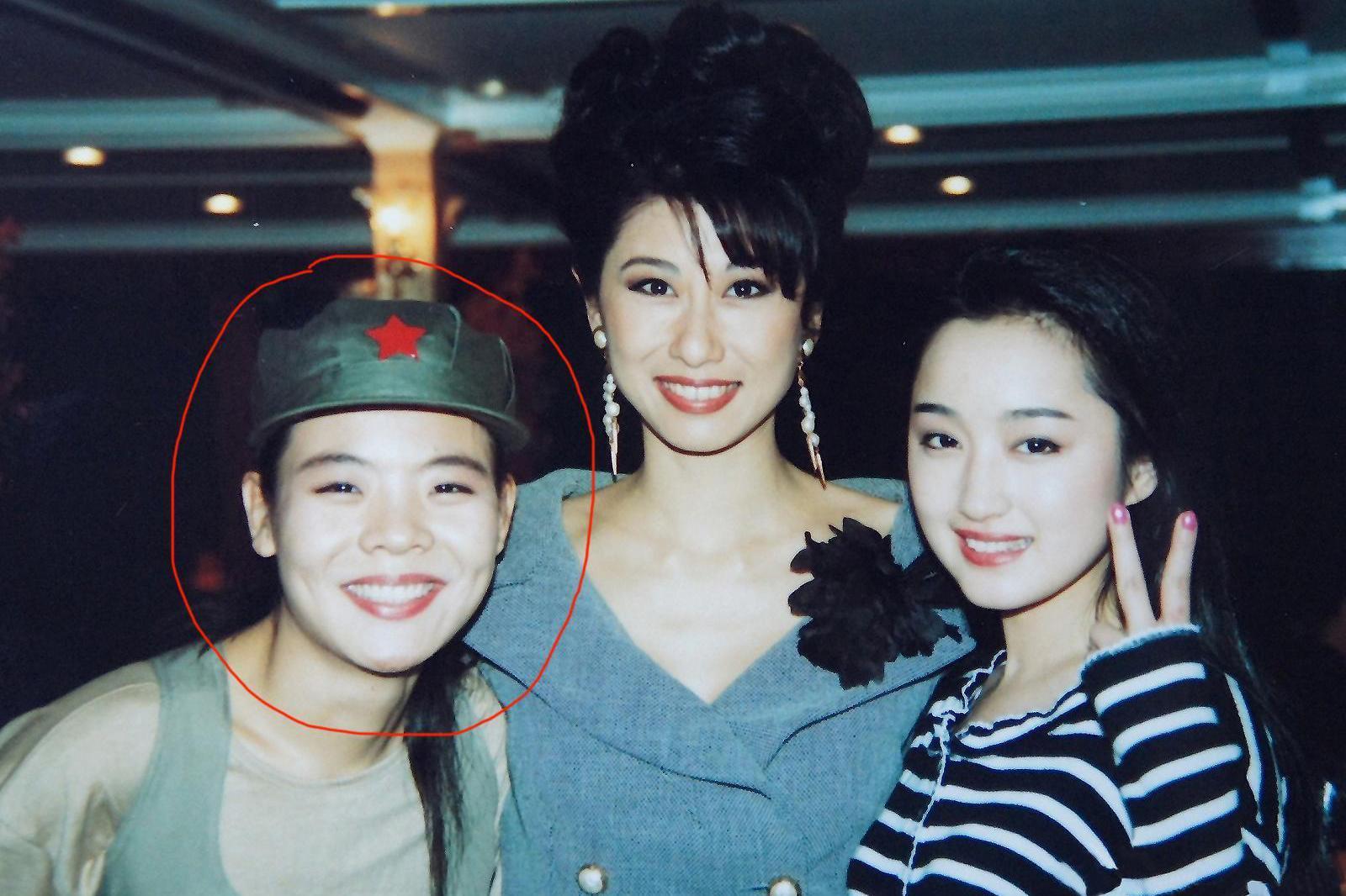 她与杨钰莹同年同月同日生同赴香港演出,如今却已阴阳两隔