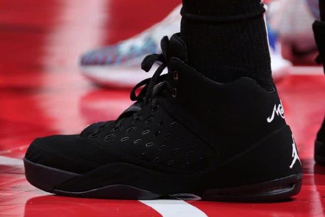 3日NBA球星上脚球鞋:戴维斯上脚 Kobe 5,助力湖人取胜鹈鹕