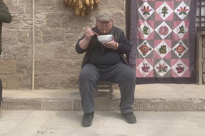 """77岁赵忠祥住巨大豪宅,同为主持人的董浩叔叔却如此""""落魄""""?"""
