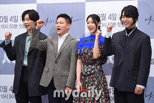 雪炫禹棹焕等艺人出席JTBC新周五周六剧《我的王国》发布会