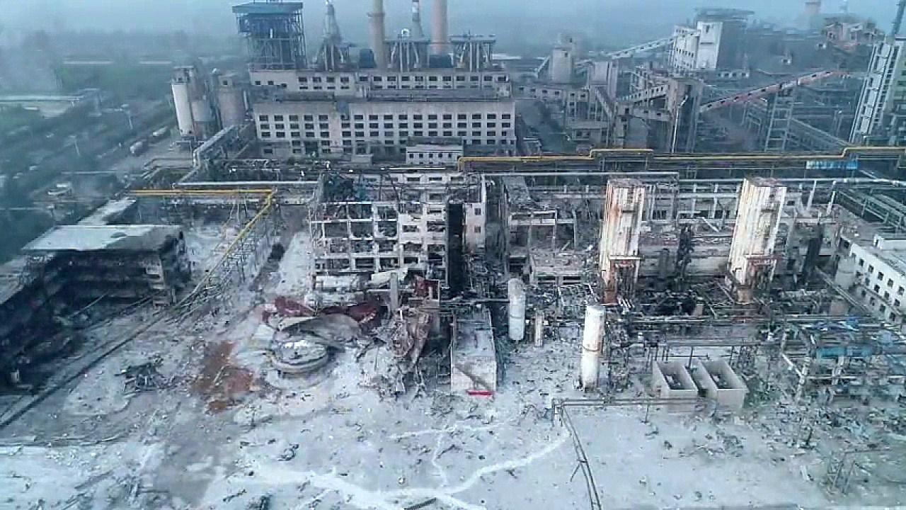 航拍河南义马气化厂爆炸:冲击波致成排平房不同程度坍塌