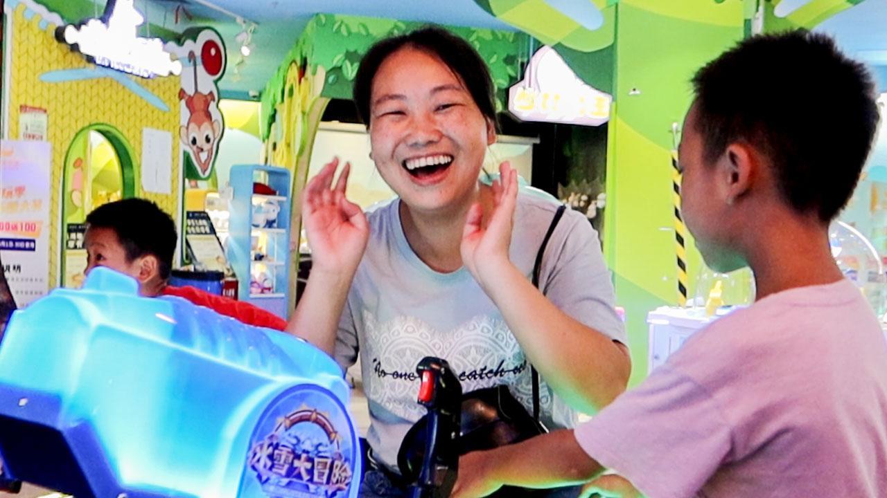 媳妇带孩子进城,孩子第一次去游乐场,花163元玩得好开心