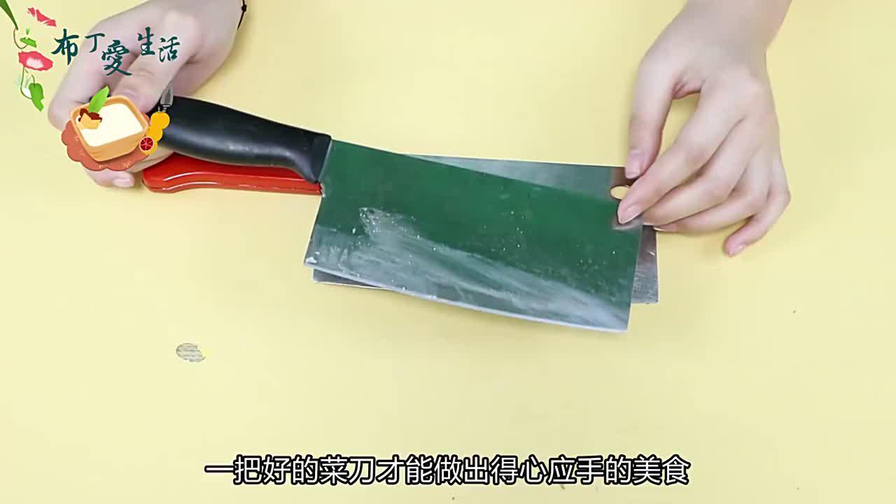 买菜刀时只需轻轻一掂轻松辨别菜刀好坏解决家庭主妇的难题