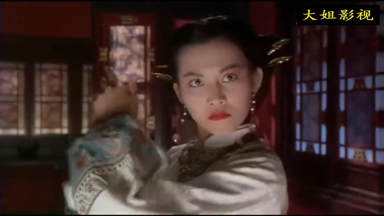 《九品芝麻官》这段的出场太有新意了,女主角堪称风华绝代