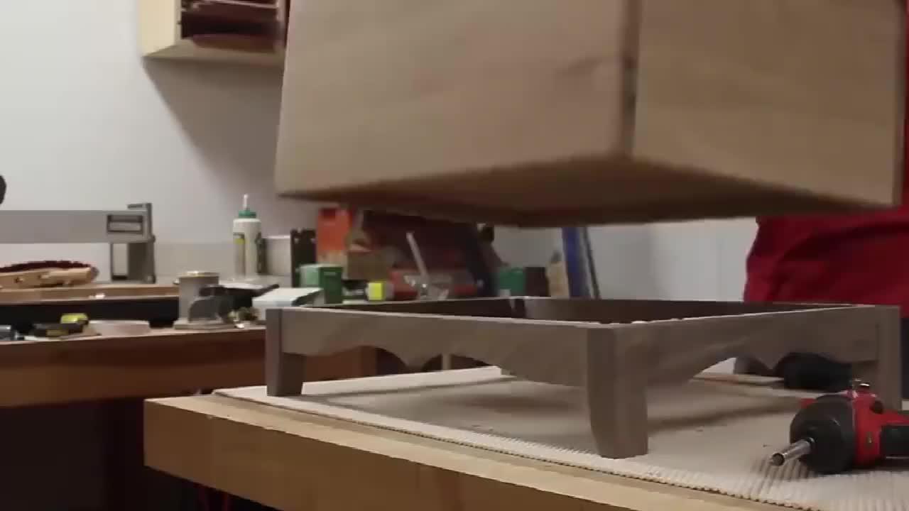 国外小哥用木板制作玩具收纳箱又省了一笔的节奏