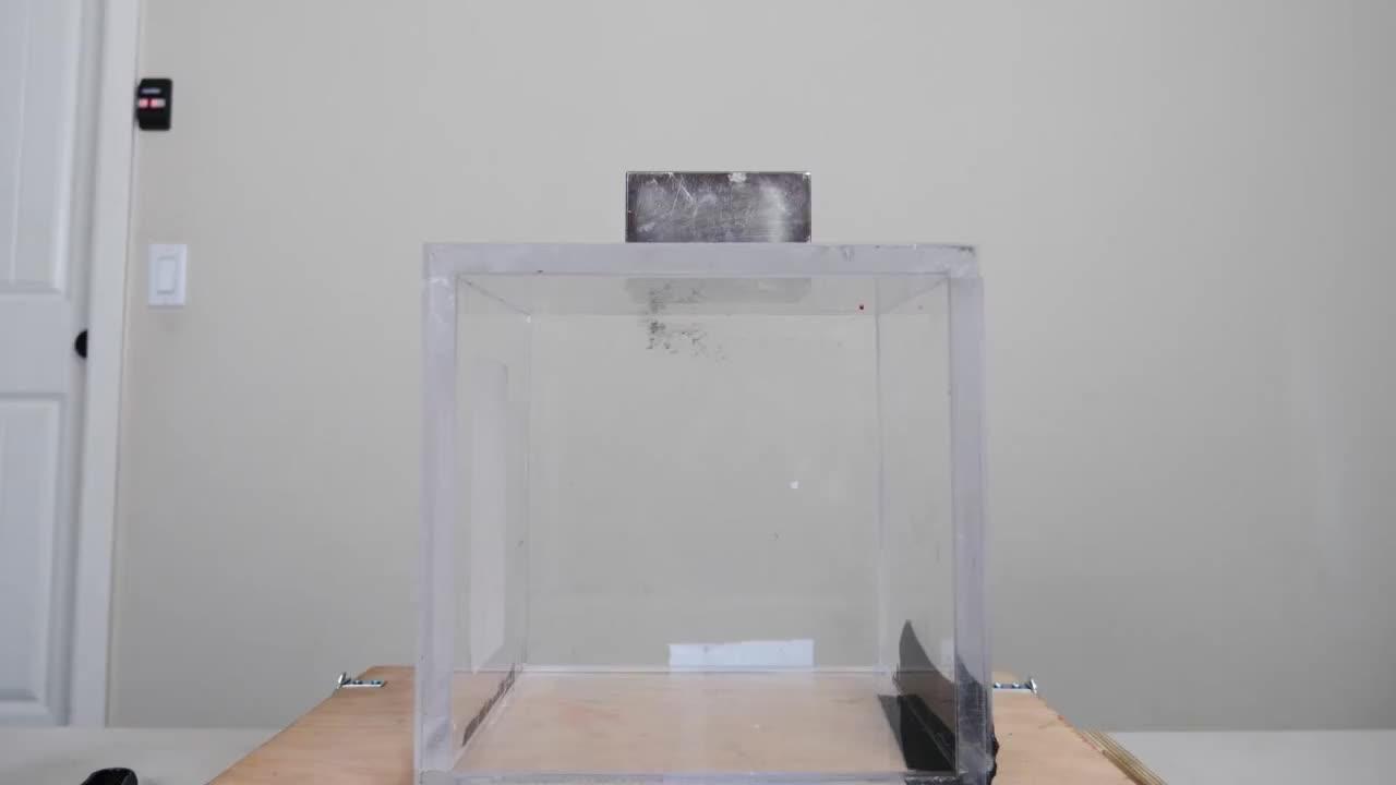 小伙网上买了一块钕磁铁吸力超乎想象吸超导体会有什么反应