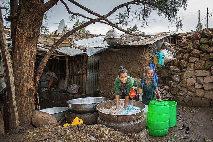 全球最缺水的国家,一盆水洗一周衣服,洗澡成为奢侈!