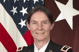"""传奇人物!为救F16飞行员被俘受辱,美国女军医升至""""陆军准将"""""""