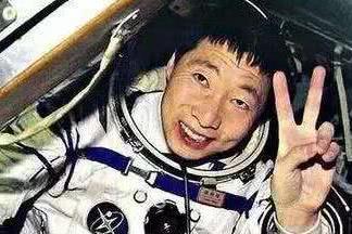 为什么杨利伟回到地面后,16年了都不准上天?原因让国人泪目