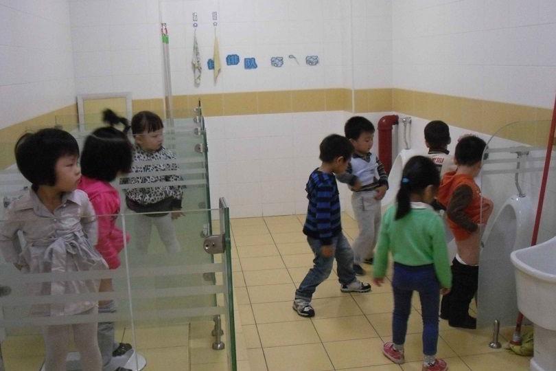 为什么孩子不在幼儿园大便?主要问题出在父母身上,这4