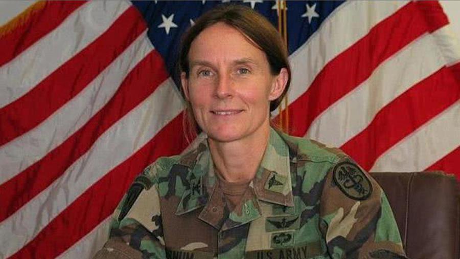 巾帼不让须眉!美国女军医为救F16飞行员被俘受辱,回国后升将军