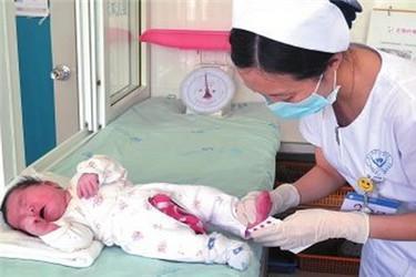 """新生儿为何要化验""""足跟血""""?为了孩子的健康,父母要心里有数"""