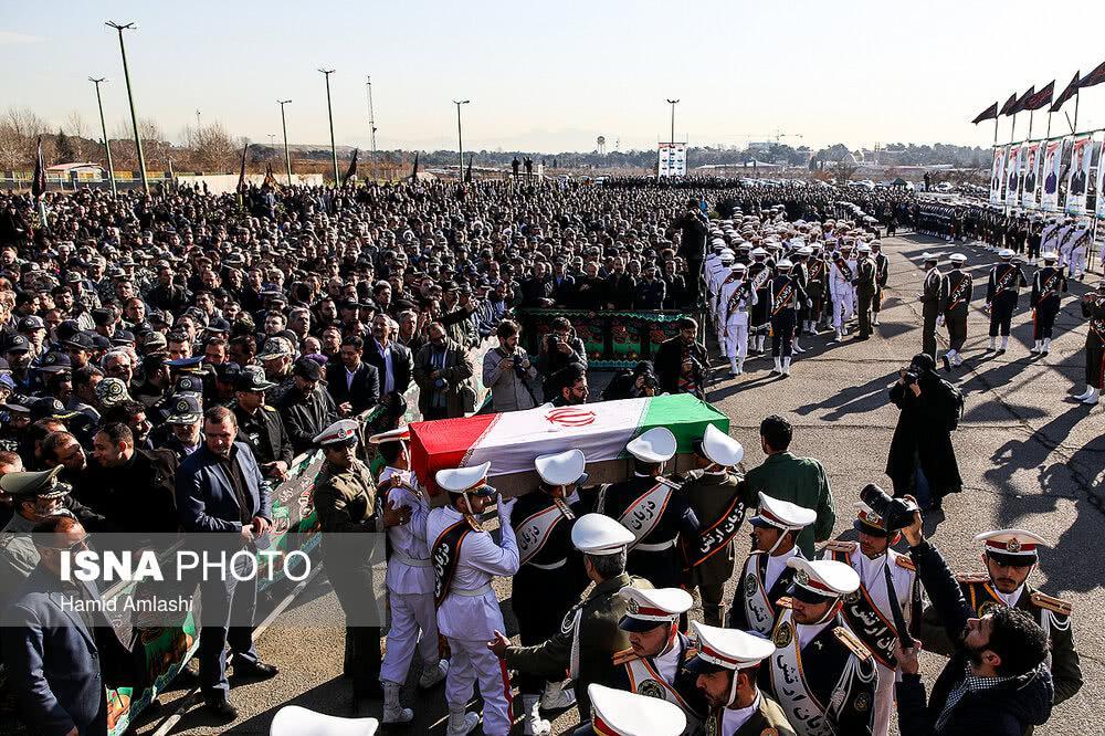 伊朗为空难机组举行隆重葬礼,现场人山人海家属悲痛欲绝