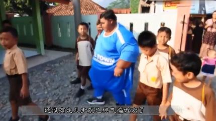 世界最胖小孩,不到两年狂甩204斤肉,果然胖子瘦下来都是潜力股