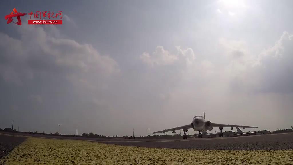 东部战区海军航空兵:开展连续跨昼夜训练