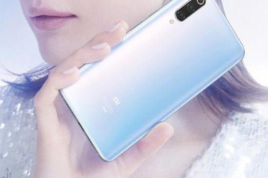 """小米MIX 5G概念机外观遭""""猪队友""""曝光 看细节怀疑是折叠屏?"""