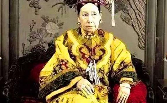 慈禧太后去世之为什么隔一年才下葬,出殡当日为何是臭气熏天的?
