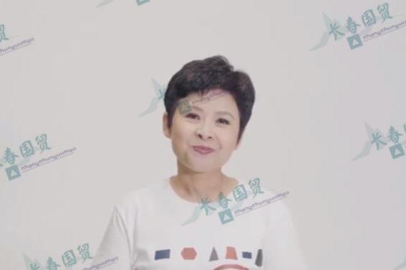 57岁董文华近照曝光,皮肤白皙保养得宜,容颜竟然丝毫未改