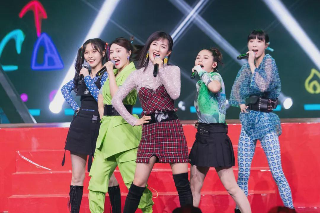 谢娜带领女团表演《葫芦娃》,没想到儿歌竟然还可以这么唱!