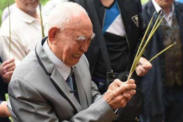儿子偷偷离家参军抗日,71年后回家,106岁母亲当晚在睡梦中去世