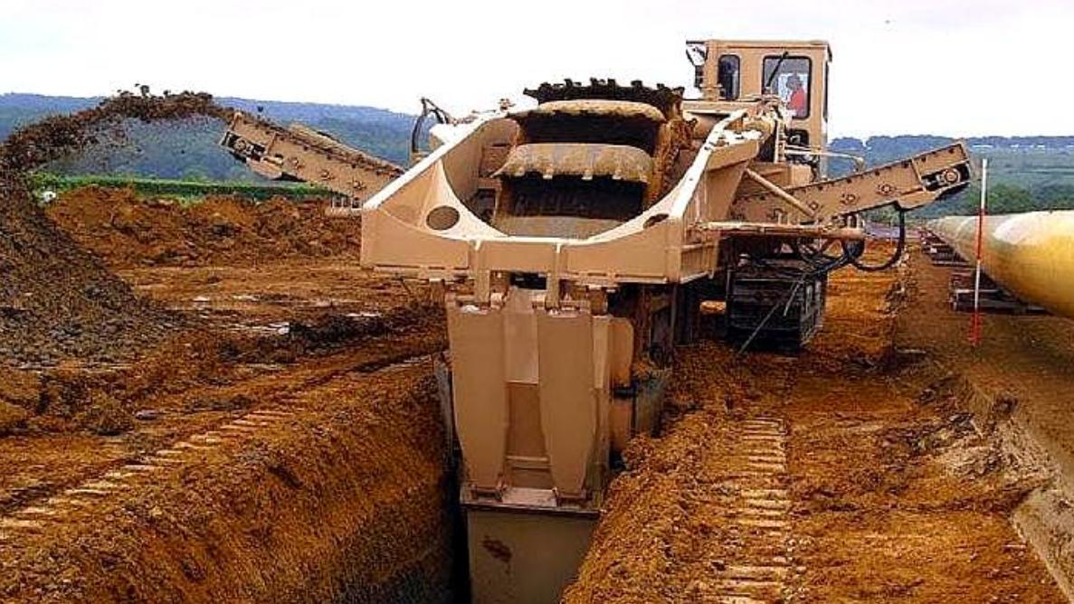 德国机械有多牛?看看这台挖掘机就知道,地面都能挖成两半
