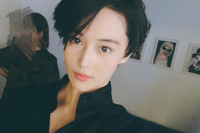 张馨予新剧合作李易峰?她太适合短发军装的造型了