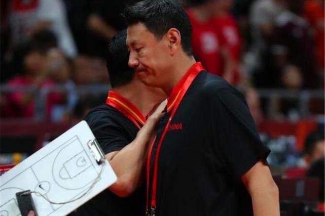 中国男篮惨败!主教练李楠有没有可能中途下课?谁是最佳替代者?