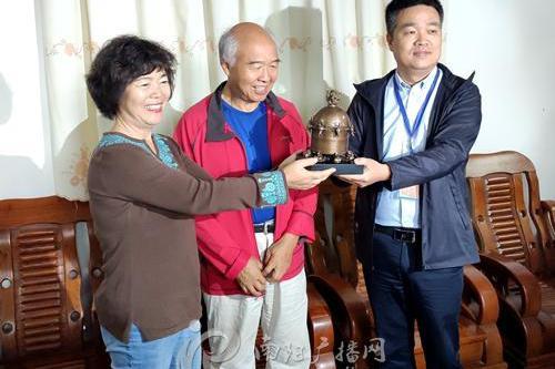 南阳张衡博物馆获赠地动仪模型