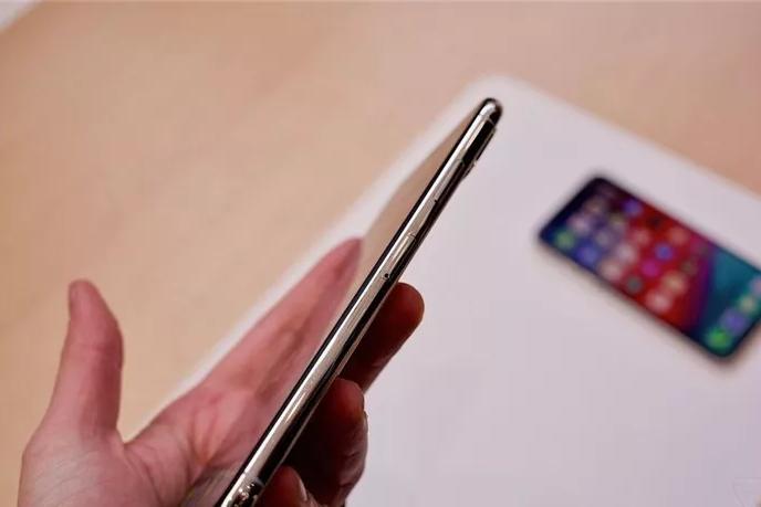 运存只有4GB,售价却高达7000元,这款手机值得入手吗?