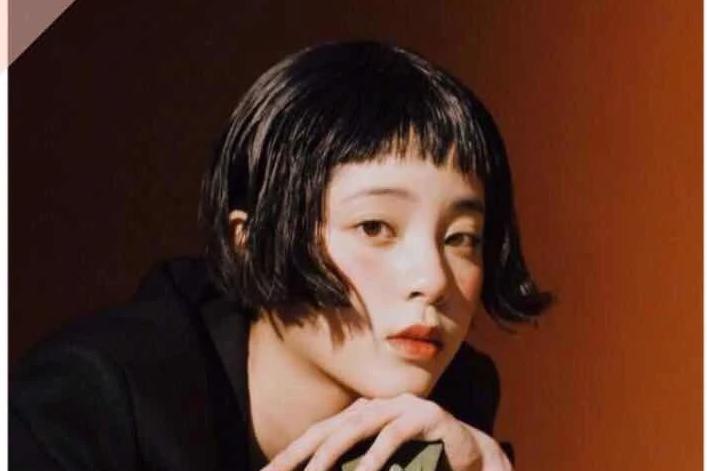 """一会""""狗啃刘海"""",一会小脏辫,欧阳娜娜的新造型你给几分?"""