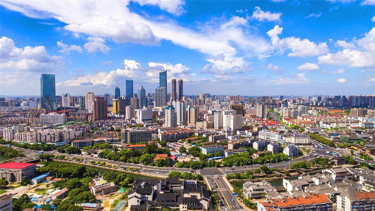 江苏第3个GDP超万亿的城市,跻身新一线的序列,是你的家乡吗?