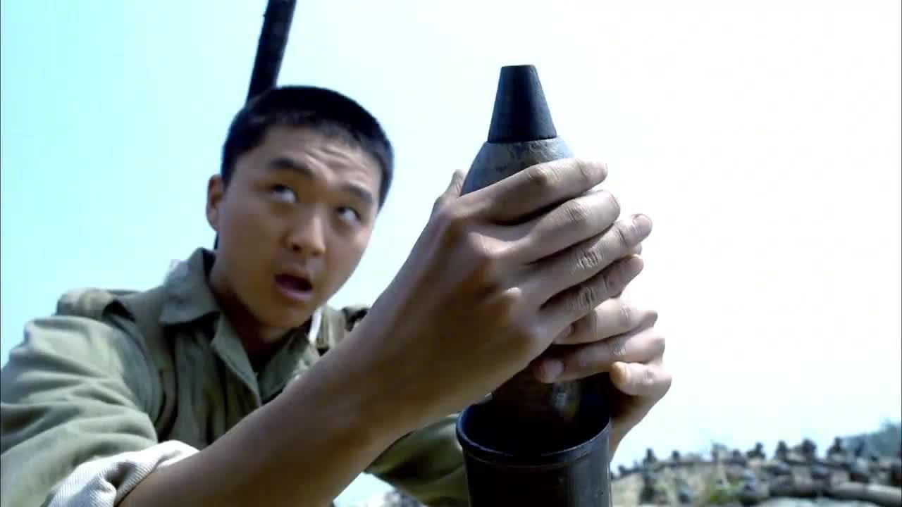 鬼子中佐带着部队刚上战,场看见全是坦克,直接拔枪自杀