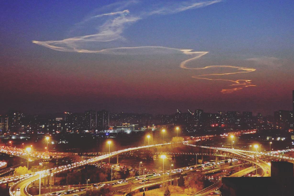 飞龙在天寓意大喜事,中国航天再创新纪录,网友称呼它为大国脊梁