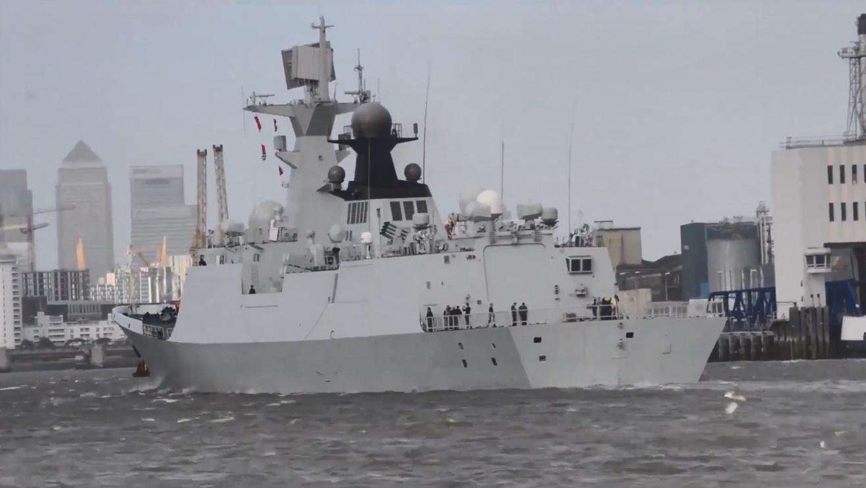 中国海军054A型导弹护卫舰,黄冈舰、扬州舰在泰晤士河航行!