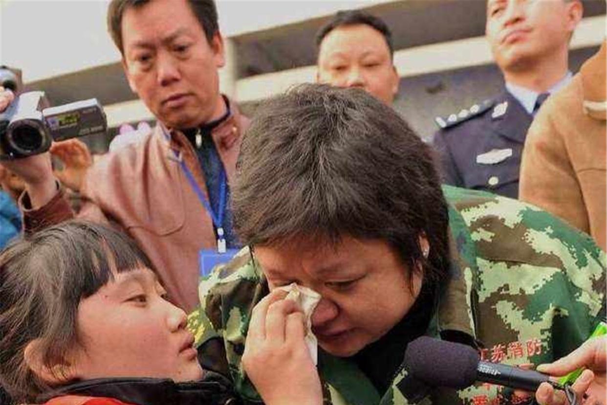 韩红组织明星捐款超1.5亿,做慈善春节未回家,太劳累病倒在一线