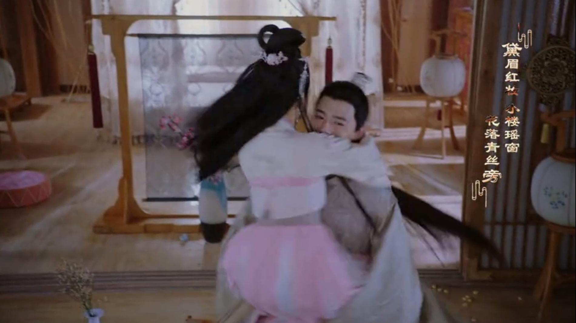 明月一见到李谦,熊跳王爷身上变挂件,王爷咧嘴抱媳妇转圈圈