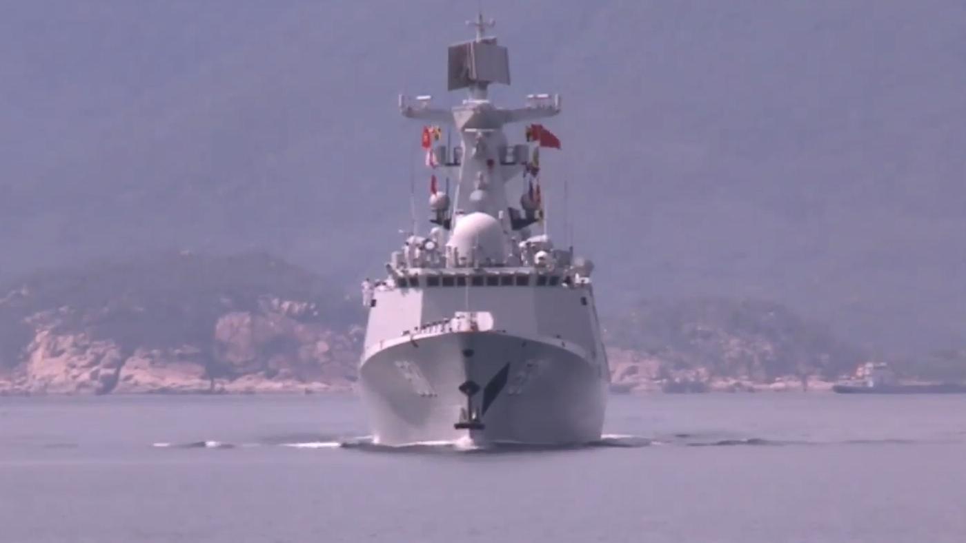 中国海军531编队访问越南时,054A湘潭号护卫舰的惊艳瞬间!