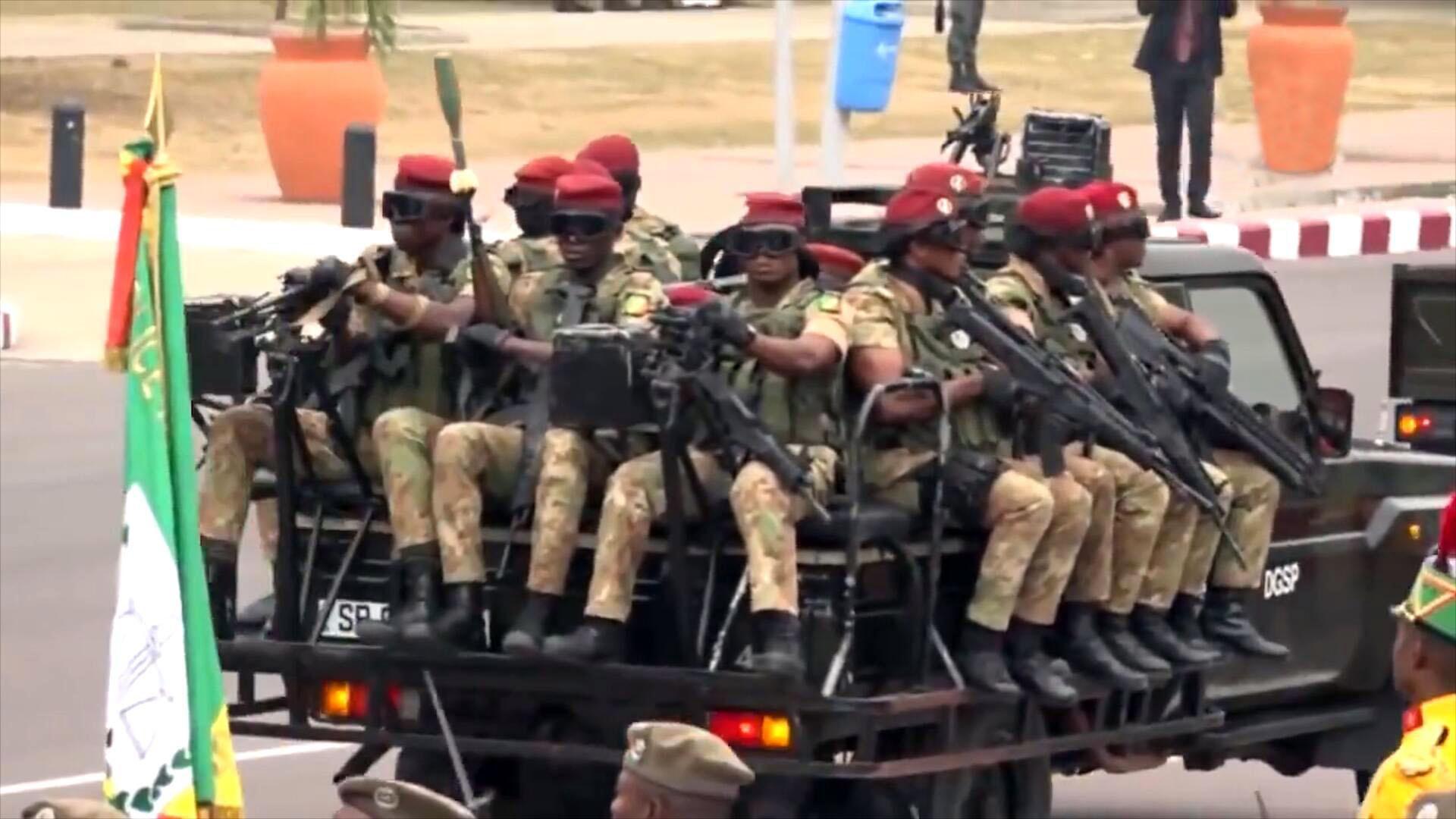 非洲刚果共和国举行阅兵,总统先生检阅受阅部队!