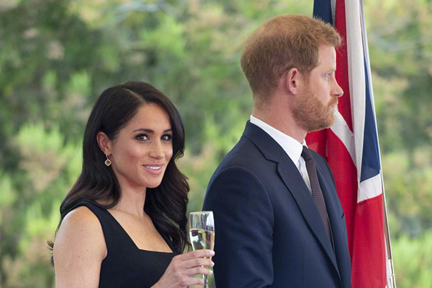 梅根哈里下个月退出皇室,梅根发小曾说:她想做第二个戴安娜王妃