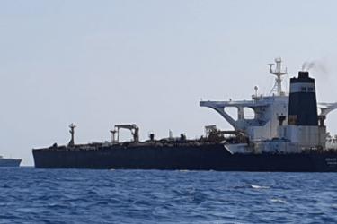 美国盟友拦截伊朗货轮,斩断德黑兰经济命脉,大批援助物资被扣押