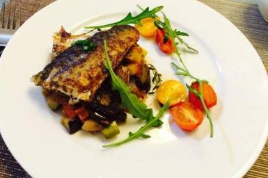 自制鞑靼鲭鱼配开胃菜,口感清脆,好吃不油腻