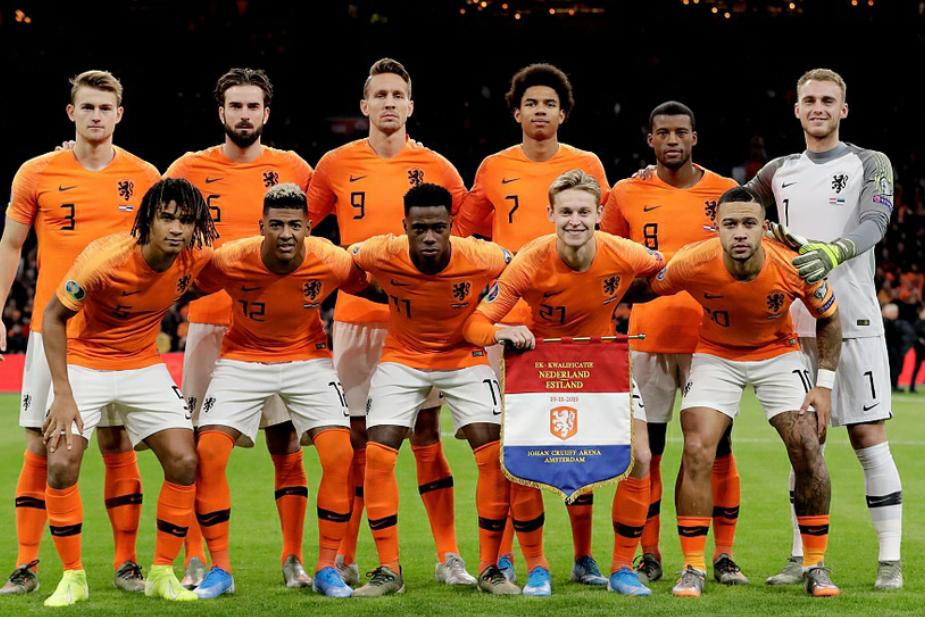 欧预赛最后一轮荷兰5:0战胜爱沙尼亚,荷兰最终小组排名第二名