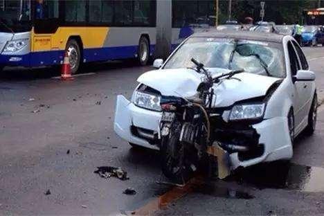 出了车祸,人进医院车没事?别再被骗了,钢板的厚度不能代表安全