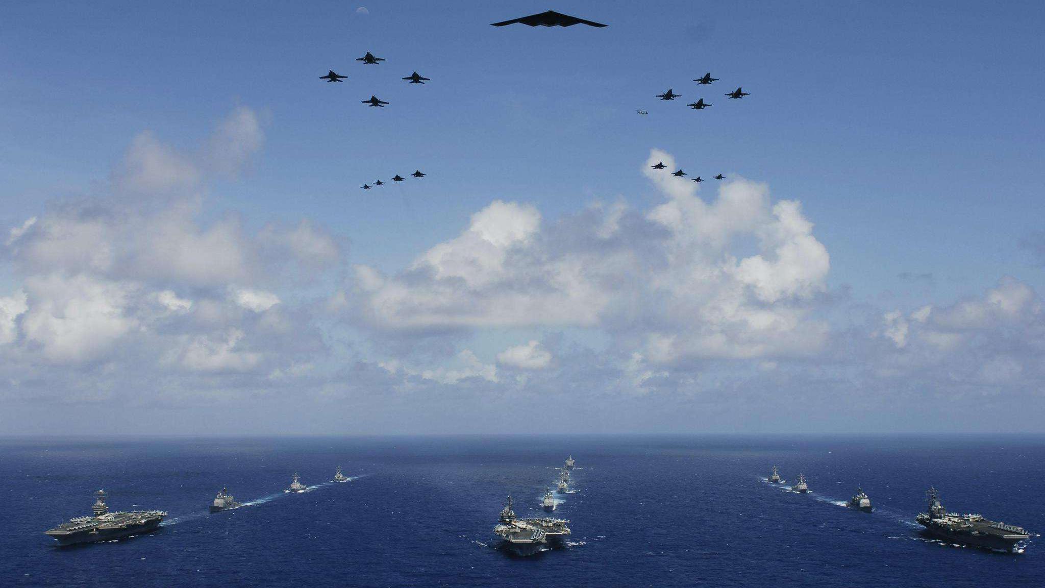3艘军舰紧随其后,一场较量在黄岩岛附近上演,美航母遇见硬茬了