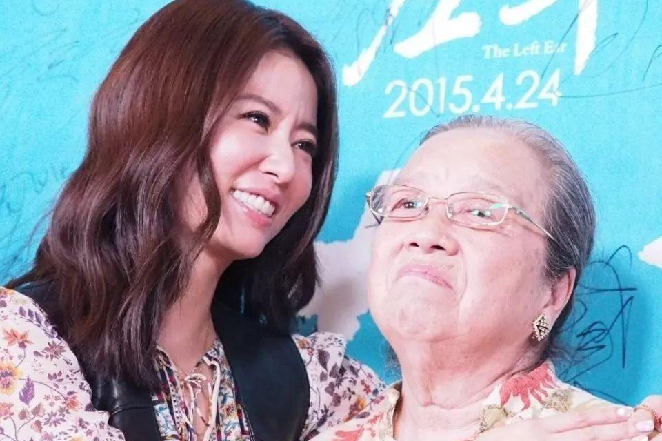紫薇容嬷嬷金鸡再同框,83岁李明启头发花白,林心如抱憾没能合影
