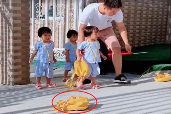 """幼儿园放学,爸爸""""接驾""""迟到五分钟,三胞胎女儿大发雷霆之怒"""